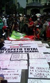 Foto al termino de la marcha del primero de macha del contingente de cooperativistas y trabajadoras sexuales. Noti-Calle.