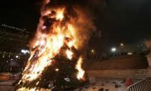 Arbol navideño en llamas frente al parlamento griego. 8/12/08. (REUTERS/John Kolesidis)