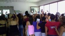 Foto de Noti-Calle en la zona galáctica con trabajadoras sexuales conmemorando el día mundial contra la trata de personas