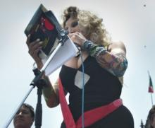 "Trabajadora sexual transgénero del taller de periodismo ""Aquiles Baeza"""